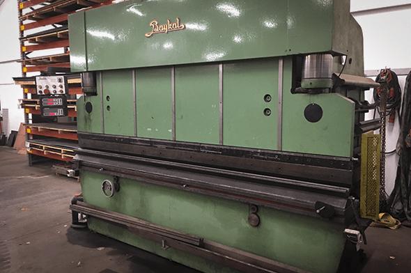 Kantpresser - sort - 3100 mm-180 ton hos Vestjysk Rustfri Montage